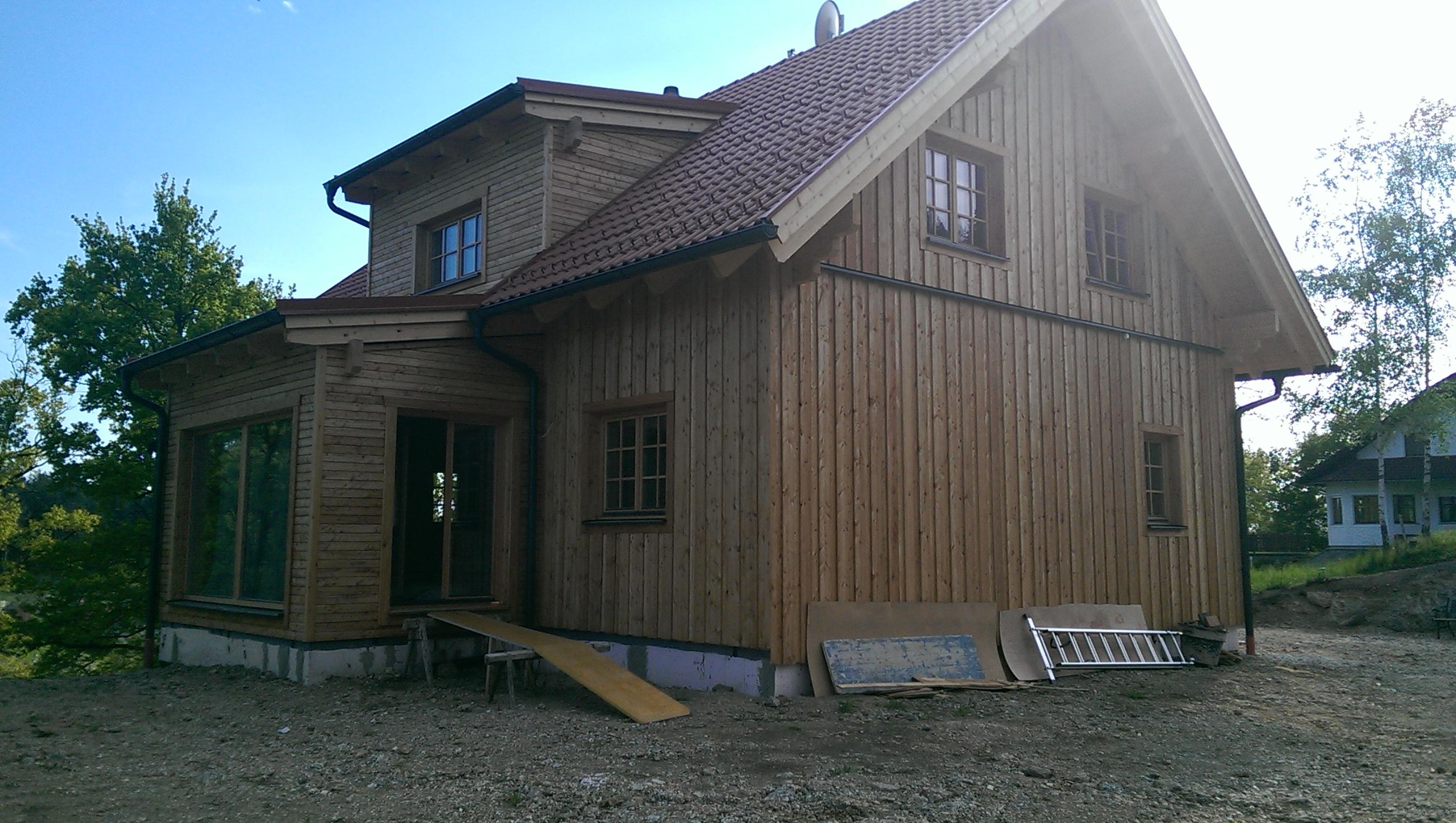 September der bausatz für das haus geliefert die richtmeister von scandinavian blockhaus rückten mit 2 3 mann an von den bauherren kamen