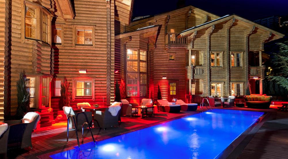 muy bien ein blockhaus hotel in der sierra nevada scandinavian bloghaus. Black Bedroom Furniture Sets. Home Design Ideas