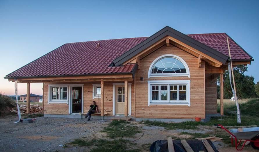 reizvoll wie ein augenaufschlag ein halbbogenfenster im blockhaus scandinavian bloghaus. Black Bedroom Furniture Sets. Home Design Ideas